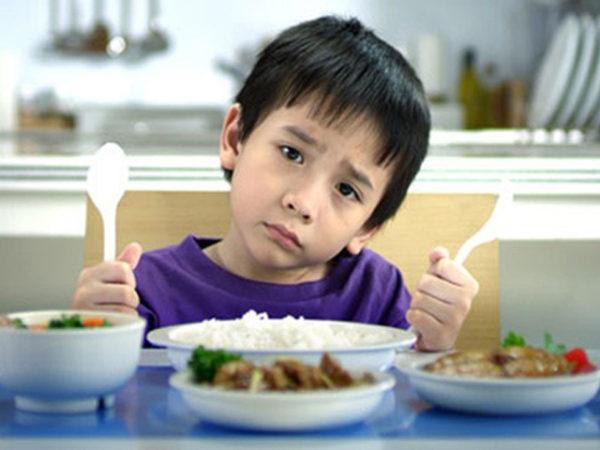 Sai lầm của mẹ khiến trẻ ăn nhiều nhưng vẫn chậm tăng cân từ lò vi sóng
