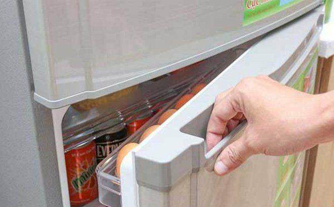 Vì sao cánh cửa tủ lạnh bị hở và cách khắc phục